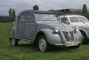A Citroen 2CV. Oscar Lopez may have driven a similar car when he was still working for the Manila Chronicle. (Thomas Forsman/Wikipedia)