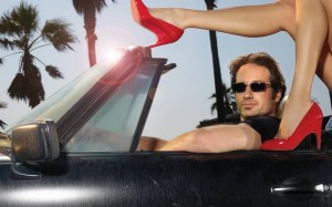 Hank Moody played by David Duchovny with unidentified female companion on his Porsche. (ultimate-wallpaper.com)